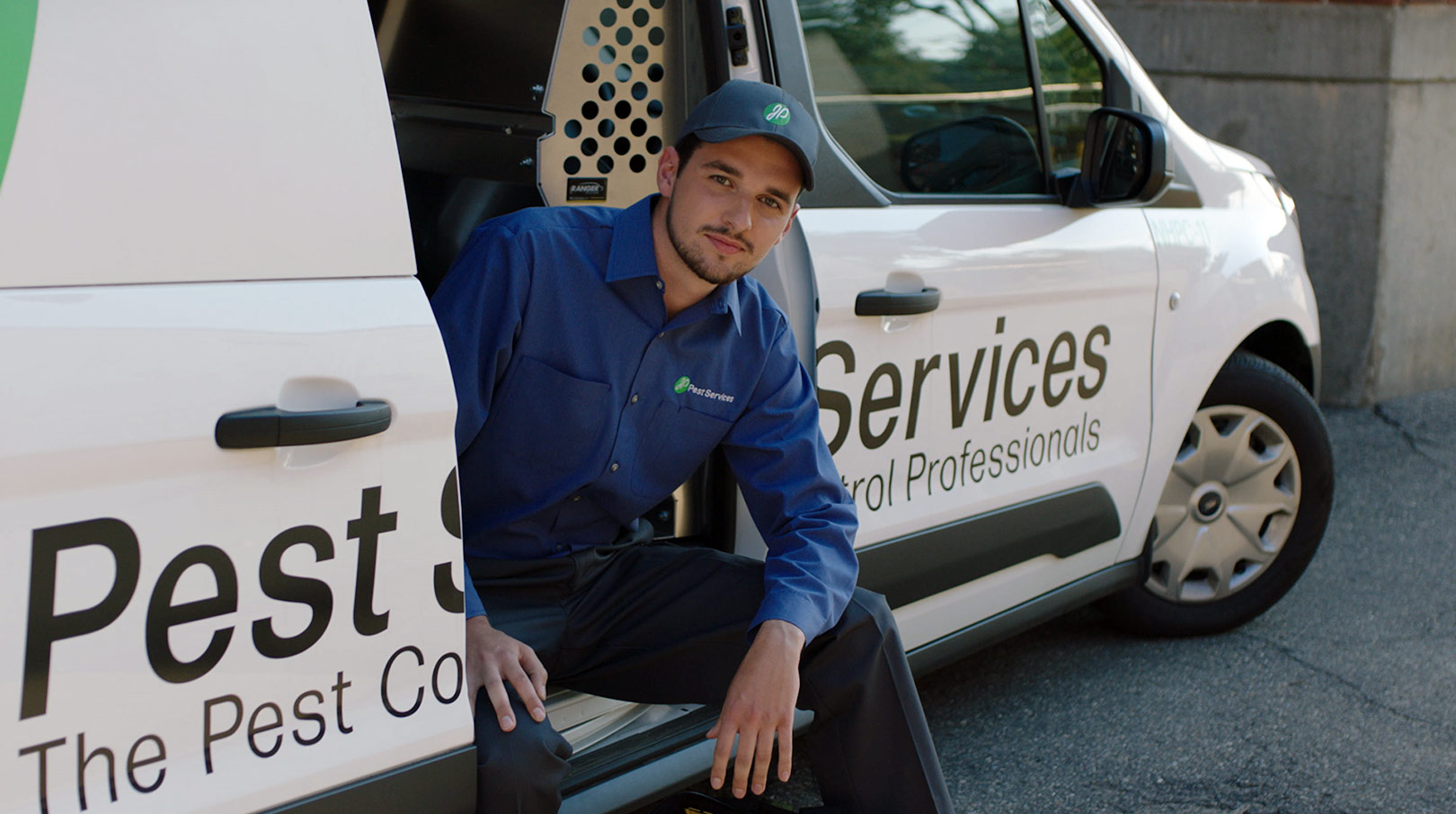 JP Pest Services employee